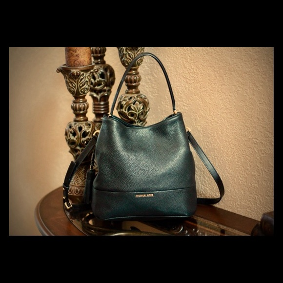 c7f2268d1161ed MICHAEL KORS Kip Large Bucket Bag. M_5ac65e2c5512fd69943173e1. Other Bags  ...